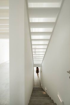 In the historic centre of Silves, #Portugal, an old townhouse has been demolished to give way to a three-floor open space house made of concrete and wood #white #staircase