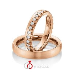 1 Paar Trauringe - Legierung: außen Rotgold 585/- , innen Rotgold 585/- Breite: 4,00 - Höhe: 2,20 - Steinbesatz: 34 Brillanten zus. 0,85 ct. tw, si (Ring 1 mit Steinbesatz, Ring 2 ohne Steinbesatz)