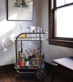 bar cart -- my fiance and I are suckers for things that look retro and modern at the same time. Home Bar Sets, Bar Set Up, Bars For Home, Liquor Cart, Bar Trolley, Drinks Trolley, Cocktail Trolley, Vintage Bar Carts, Gold Bar Cart