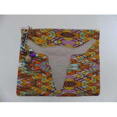 <p>Accessoire indispensable cet été !</p><p>Pochette en toile de coton zippée - Tête buffle en cuir végétal</p><p>doublé intérieur coton - motif imprimé</p><p>Dimensions : 24 X 21 cm</p><p></p>