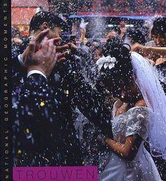 Trouwen. Dit fotoboek biedt een intieme blik op trouwrituelen en -tradities over de hele wereld, van Azië tot Afrika en van Europa tot Amerika.