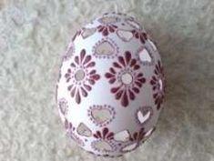 Madeirové kraslice – majenaa – album na Rajčeti Egg Art, Easter Eggs, Christmas Bulbs, Projects To Try, Carving, Holiday Decor, Handmade, Easter Ideas, Beautiful