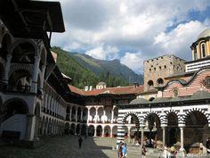 Manastirea Rila http://www.vacanta-departe.ro/manastirea-rila-reculegere-si-frumusete-in-muntii-bulgariei/