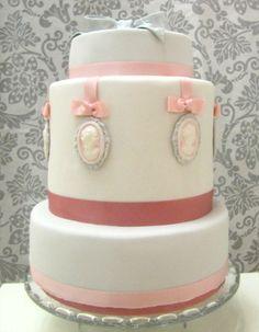 vintage-cameo-wedding-cake