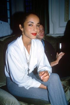 long braided ponytail, oversized gold hoops and minimalist fashion. Sade would come to define the style of an era. Inspired by Sade, the new Vintage Quiet Storm, Easy Listening, Marvin Gaye, Music Icon, Soul Music, Beautiful Black Women, Beautiful People, Sade Adu, Mundo Musical