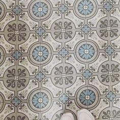 Visiter une jolie meulière et tomber sous le charme de ses sols en carreaux de ciment  #ihaveathingwithfloors #meuliere #cementtiles #decor #homedecor #homedesign #instahome #vintage #decocrush https://ift.tt/2HAix1d