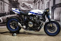 Yamaha Klein from Dillingen / Saar sends an XJR 1300 trimmed to Muscle Racer . Yamaha Cafe Racer, Inazuma Cafe Racer, Moto Cafe, Cafe Bike, Cafe Racer Motorcycle, Motorcycle Outfit, Women Motorcycle, Motorcycle Quotes, Motorcycle Helmets