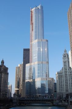 Top 10 Tallest Buildings in USA - Trump International Hotel and Tower, Chicago - 1,389 ft
