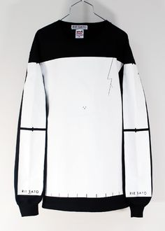 Leather Black and white jumper !