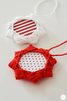 adorable christmas star ornaments made with just yarn & cardboard.