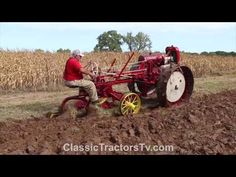 This Moline Universal Model D was plowing at the 2019 Antique Engine & Tractor Association Working Farm Show in Geneseo, Illinois. There were 30 Moline Unive. Vintage Tractors, Old Tractors, Geneseo Illinois, Farm Show, Classic Tractor, Engine, Antique, Board, Youtube