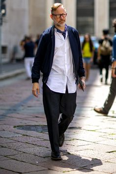 www.fashionisingpictures.net streetstyle MilanomstrRS161190.jpg