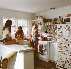 Inspiração - Ideia de fotos com amigas Best Friend Goals, Best Friends, Friends Girls, Bff Girls, Girls Time, Fille Gangsta, Apartment Goals, Apartment Ideas, Friends Apartment