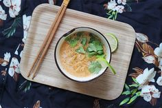 Veggie Thaï Soup - Mango and Salt Thai Recipes, Vegan Recipes, Vegan Meals, Mango Salt, Spicy Thai Soup, Cookbook Recipes, Cooking Recipes, Quick Meals, Curry
