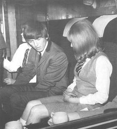 """Hi, you're famous,"" said George with a grin. ""I saw your pictures in the papers."" - The first thing George said to Pattie. George had agreed with Dick Lester prior to filming that Pattie should be hired for the job after seeing her modelling photos George Harrison Young, George Harrison Pattie Boyd, A Hard Days Night, Kinds Of Dance, Thing 1, Steve Perry, The Fab Four, Wife And Girlfriend, Anos 60"