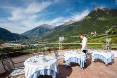 Das Frühstück wird auch im klassischen Castel-Restaurant eingenommen. Meist aber auf der schönen Restaurantterrasse.