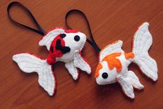 Veiltail shaped koi fish plushies made of felt and decorated with sequins and beads. Each one has 8 cm length. ------------------- I don't post here very often anymore, but if you want to see ...