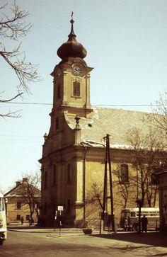 Kossuth tér, Szent Adalbert-templom.