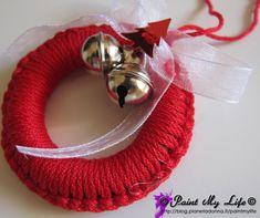 Crochet Christmas Wreath, Crochet Christmas Decorations, Diy Christmas Ornaments, Handmade Christmas, Christmas Wreaths, Christmas Bazaar Ideas, Christmas Knitting Patterns, Christmas Makes, Holiday Crafts