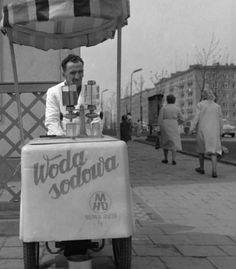 Ice cream stand in Nowa Huta, Poland (PRL). Old Photos, Vintage Photos, Poland Cities, Nostalgia, My Heritage, Childhood Memories, Warsaw Pact, The Past, Old Things