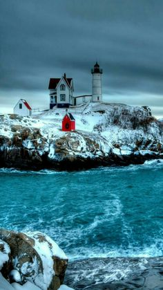 Winter Lighthouse on a Cliff Cool Pictures, Beautiful Pictures, Lighthouse Lighting, Lighthouse Pictures, Destination Voyage, Am Meer, Winter Scenes, Belle Photo, Beautiful Landscapes