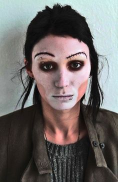 Rooney Mara is the star of David Fincher's The Girl With The Dragon Tattoo. Her hair look for 'Dragon Tattoo' was created by catwalk hairstylist Danilo. Halloween Make Up, Halloween Face Makeup, Pat Mcgrath Makeup, Rooney Mara, Face Hair, War Paint, Famous Faces, Bridal Makeup, Hair Looks