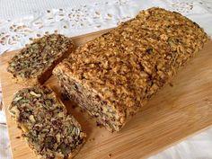 Wer gerne Nussbrot oder grobkörniges Brot mag, wird dieses Rezept lieben. Zutaten 100 g Leinsamen 200 g Nusskernmischung (z.B. Kü...