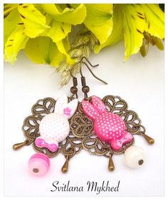 boucles_d_oreilles_filigrane_lapin_rose_blanc_metal_bronze