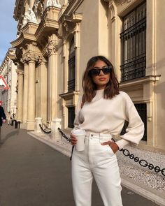 White Jeans Street Style White jeans and cream jumper street style. The perfect white jeans and belle sleeve jumper to wear for a casual day out. Street Style Outfits, Mode Outfits, Jean Outfits, Fashion Outfits, Fashion Hacks, Abaya Fashion, Fashion Tips, Fashion Trends, White Jeans Outfit