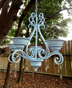 Chandelier Bird Feeder for the porch Chandelier Planter, Old Chandelier, Chandelier Ideas, Iron Chandeliers, Garden Bird Feeders, Diy Bird Feeder, Landscape Lighting, Outdoor Lighting, Outdoor Decor