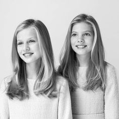 New official photos of the Spanish Royal Family released by the Palace. Leonor and Sofia Royal Family News, Spanish Royal Family, Royal Families, Princess Of Spain, Prince And Princess, Hollywood Fashion, Royal Fashion, New My Royals, Adele