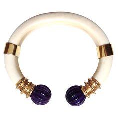 Boucheron Vintage - Bracelet - Ivoire et Améthystes - 1970 Royal Jewelry, Jewelry Art, Jewelry Bracelets, Vintage Jewelry, Fine Jewelry, Bangles, Vintage Bracelet, Jewellery, Boucheron Jewelry