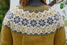 Another beautiful Icelandic sweater pattern. Stay warm this winter! Fair Isle Knitting Patterns, Sweater Knitting Patterns, Knitting Designs, Baby Knitting, Hand Knitted Sweaters, Knit Mittens, Icelandic Sweaters, Nordic Sweater, Sweater Design