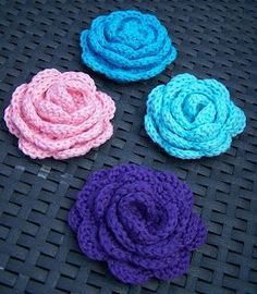 creations of creative theater: Time for roses - pattern Crochet Motif, Diy Crochet, Crochet Flowers, Crochet Stitches, Crochet Hooks, Knitting Patterns, Crochet Patterns, Diy Accessoires, Knitted Headband