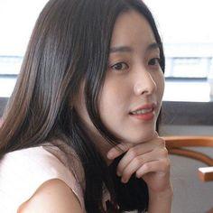 Han Hyo Joo 228 Han Hyo Joo, Water Sources, K Beauty, Queen, Korean Actresses, Korean Beauty, Woman Face, Fountain, Beautiful Women