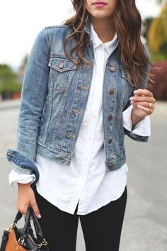 Dress up your classic denim jacket with a white button-up shirt. Pair the combo - Shirt Casuals - Ideas of Shirt Casual - Dress up your classic denim jacket with a white button-up shirt. Pair the combo with a red lip for a sassy date-night look. Outfits Leggins, Jean Jacket Outfits, Outfit Jeans, White Jacket Outfit, Denim Jacket Outfit Winter, Jacket Style, Denim Jacket Fashion, Pants Style, White Long Sleeve Shirt Outfit