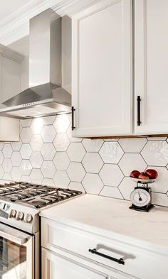 In this post you will see super kitchen cabinet ideas and examples Funky Kitchen, Kitchen Redo, Home Decor Kitchen, Kitchen Interior, Home Kitchens, Kitchen Remodel, Teal Kitchen, White Shaker Kitchen Cabinets, White Kitchen Backsplash