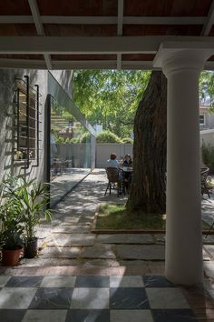 Heritage building in Uruguay houses new bakery and cafe by Pedro Livni Arquitecto. La Linda Bakery Bakery Cafe, Cafe Restaurant, Green Architecture, Architecture Design, Uruguay, Linda, Interior And Exterior, Building Materials, Carrasco