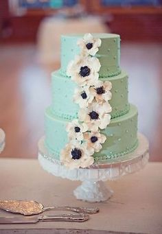 Say Hi to my future wedding cake...though I'm not sure it goes with the pale pink tulle on my dress. hm.