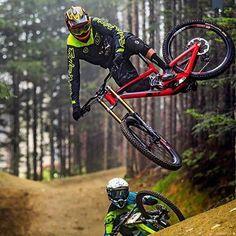 Brendog mtb on air Freeride Mtb, Freeride Mountain Bike, Mountain Bike Action, Mountain Biking, Downhill Bike, Mtb Bike, Bike Trails, Bicycle, Best Mtb