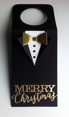 Tag christmas tuxedo suit bowtie golden scripty Merry christmas IO Impression Obsession - JKE bottle crafts with label Wine Bottle Tags, Wine Bottle Covers, Wine Tags, Wine Bottle Crafts, Christmas Gift Tags, Merry Christmas, Scrapbooking, Wine Gifts, Wrapping Ideas
