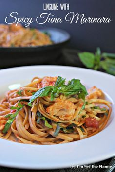 This linguine with Spicy Tuna Marinara recipe is perfect for a weeknight dinner! #OnlyAlbacore #CG #BumbleBeeTuna (sponsored)