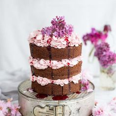 This chocolate layer cake is sandwiched together with silky smooth Italian buttercream flavoured with blackberry syrup. A true showstopper! Italian Buttercream, Italian Meringue, Buttercream Icing, Italian Wedding Cakes, Blackberry Syrup, Towel Cakes, Cake Fillings, Unique Cakes, Smooth