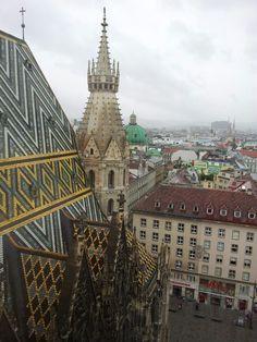 Viena é a capital da Áustria e um dos nove estados austríacos. Com mais de 1,8 milhão de habitantes, de acordo com dados da Eurostat em 2013, é a cidade mais populosa na Áustria.