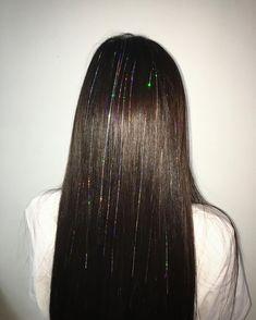 Fairy hair - 22 Hair Tinsel Styles That Prove It's The Next Big Hair Trend – Fairy hair Crazy Hair, Big Hair, Crazy Crazy, Honey Blonde Hair, Brunette Hair, Ashy Blonde, Medium Long Haircuts, Hair Tinsel, Curly Hair Styles