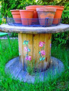 Romulyylin Puutarha / Romulyylis garden blog Garden Junk, Garden Art, Garden Inspiration, Bird, Outdoor Decor, Bohemian, Gardening, Home Decor, Gardens