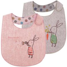 Easter basket gifts | Reversible bunny bibs by Maileg to keep your Sunday clothes clean