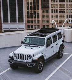 I've been deadset on getting back into a Grand Cherokee, but maybe I need to add a Wrangler to my Jeep lineup. LOVE the Sky One-Touch Powertop, looks very similar to the skyslider roof on my Liberty. Jeep Wrangler Renegade, Jeep Wrangler Rubicon, Jeep Wrangler Unlimited, Jeep Jl, Jeep Cars, Jeep Truck, White Jeep, Blue Jeep, My Dream Car