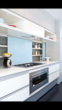 15 storage ideas to steal from high end kitchen systems cucina rh pinterest com