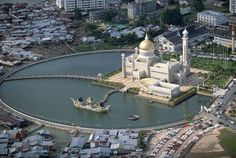 Bandar Seri Begawan Brunei - Amazing World Places Travel Guide To See Beautiful World Places Around The World, Around The Worlds, Sri Lanka, Laos, Washington Dc, Brunei Travel, Bandar Seri Begawan, Beautiful Mosques, Islamic Architecture